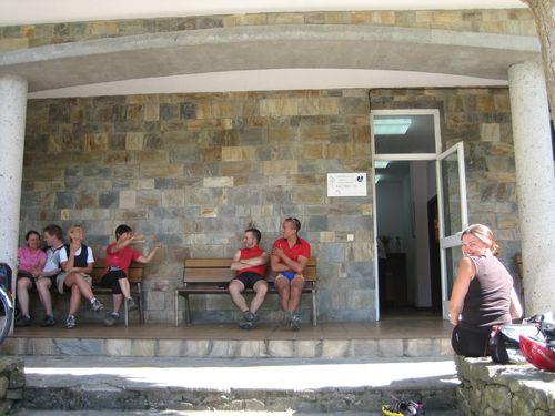 Aspettando che ci facciano entrare in albergue